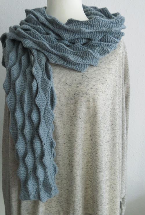 So viele Wellen – Schaf mit Schal